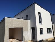 Cholupice - Rodinný dům 4+kk se zahradou, velkou terasou a garáží