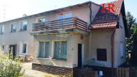 Prodej prostorného RD, 3 bytové jednotky, pozemek 1756 m2, Praha - Lipence, ul. U Lip