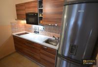 Prodej bytu 1+kk (s předzahrádkou) o velikostí 44m2 (lze předělát na 2kk) Praha 9