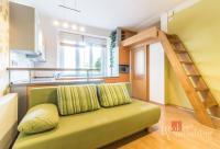 Prodej kompletně zrekonstruovaného a zařízeného bytu 1+kk v přízemí cihlového ČD v Holešovicích, 29.