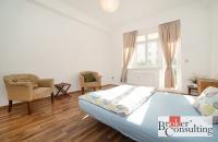 Prodej perfektního buy-to-let bytu 3+1 s balkonem u kostela sv. Klimenta, Praha 1