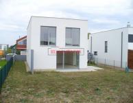 Samostatný, cihlový rodinný dům 5+kk o ploše 166,5m2+terasa 17,5m2 na pozemku