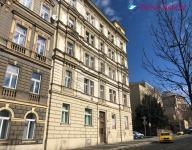 Nabízíme k prodeji dva byty 1+kk, po rekonstrukci, Praha 2 Karlovo náměstí